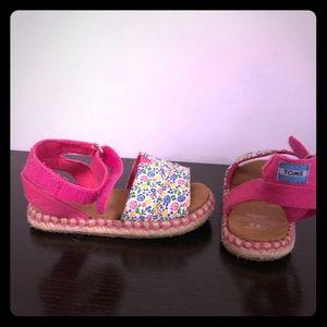 TOMS Size 6 Toddler sandals